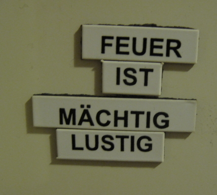Kühlschrank-Poesie: Feuer ist mächtig lustig!