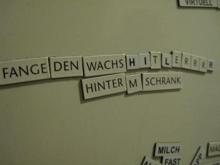 Eine etwas kuriose Aufforderung an unserem Kühlschrank
