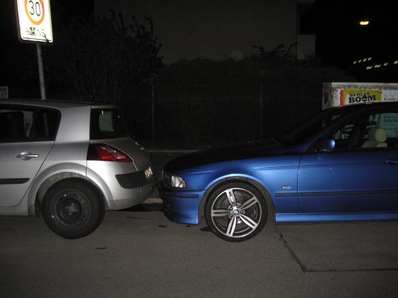 ...parkt man auch so. Und das klappt! Quelle: Sash