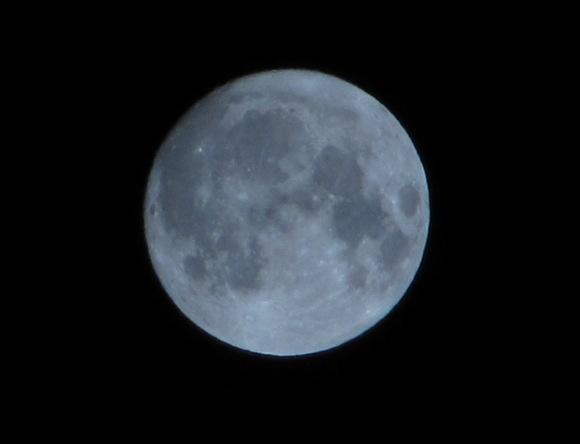 """""""Der Mond ist aufgegangen."""" """"Dann mach ihn wieder zu."""" Quelle: Sash"""