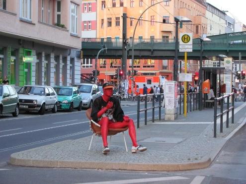 Werbefigur in der Eberswalder Straße