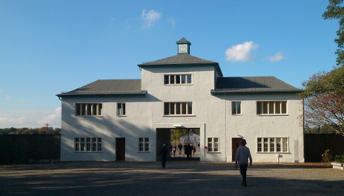 Eingang zum KZ Sachsenhausen, Quelle: Sash